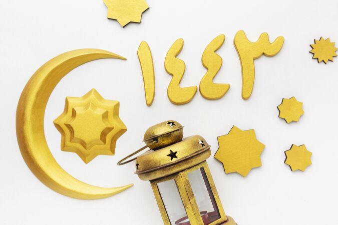 顶视图伊斯兰新年装饰物与灯和月亮的象征