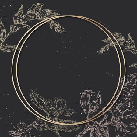 黑色背景上有一个轮廓花卉装饰的空白圆形金色框架