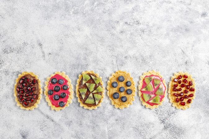 自制甜点 蓝莓 奇异果片和石榴籽
