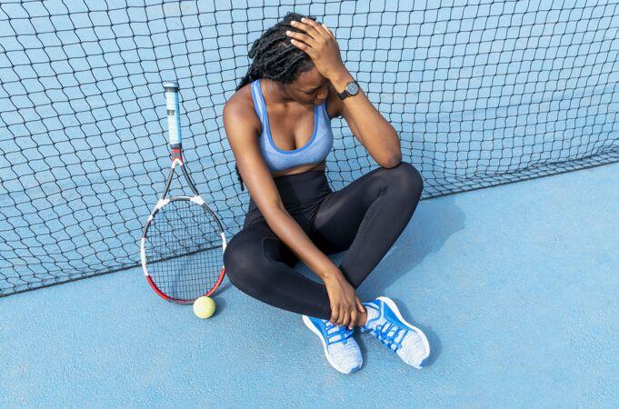 打网球的女人
