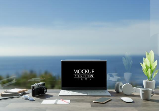 办公桌上的笔记本电脑