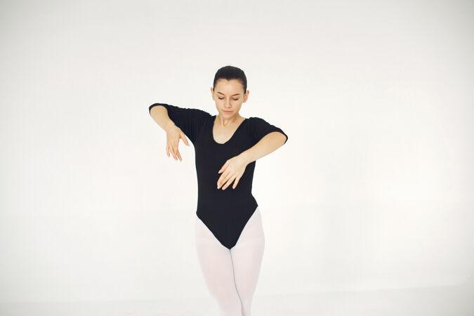 漂亮的芭蕾舞演员尖角的芭蕾舞演员